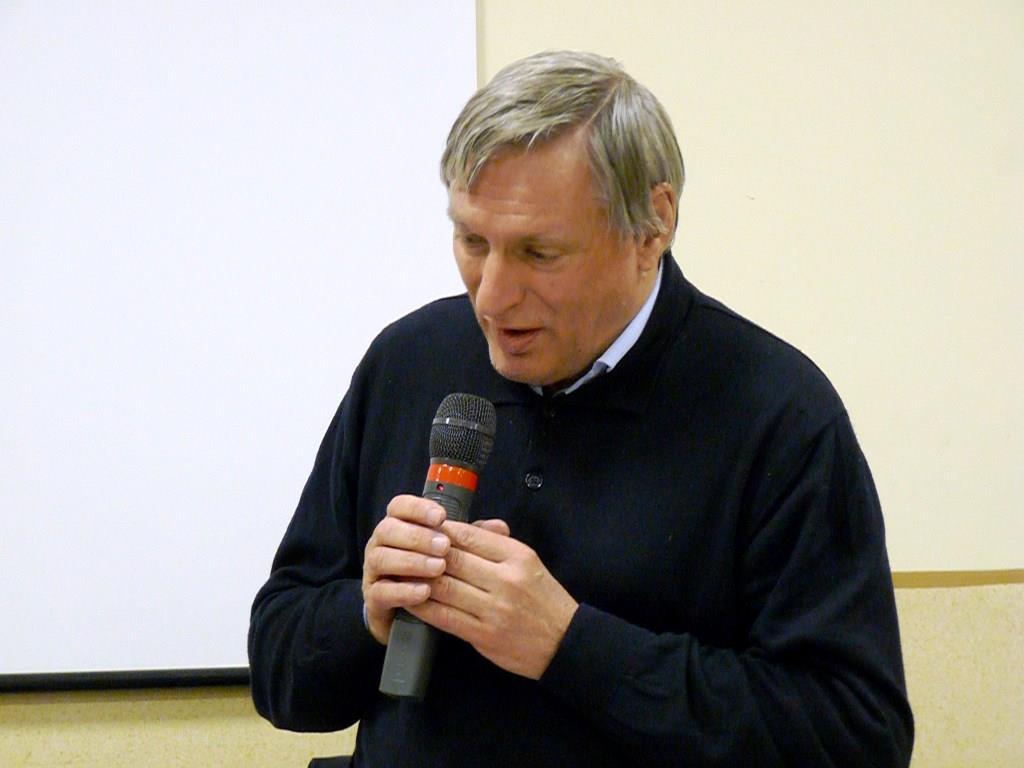 Monsignor Nosiglia esprime solidarietà a don Ciotti