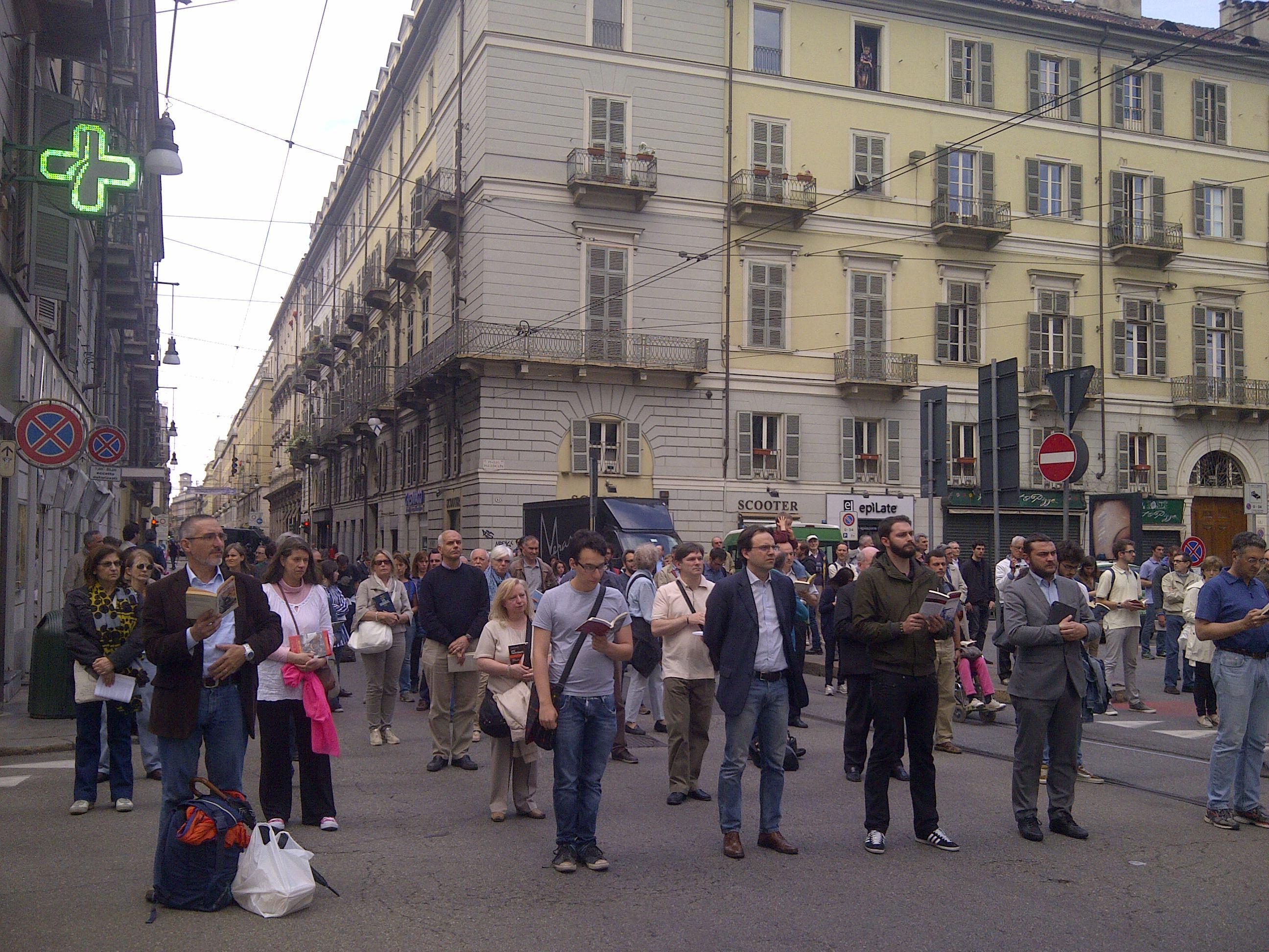 [ photogallery ] Sentinelle in piedi a Torino