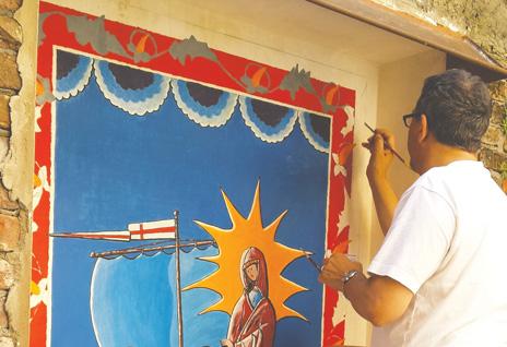 Pinerolo. A palazzo Benevello don Mauro dipinge Maria