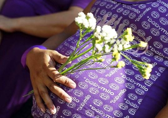 Anche a Pinerolo raccolta firme per fermare la pratica dell'utero in affitto