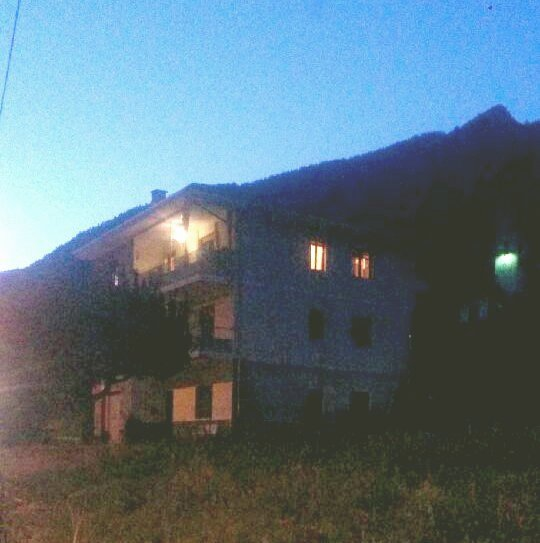 Villaretto. Un uomo si barrica in casa e minaccia la compagna malata di SLA