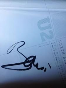 L'autografo che Bono Vox ha rilasciato a Mario Incardona, avvocato e fan sfegatato degli U2