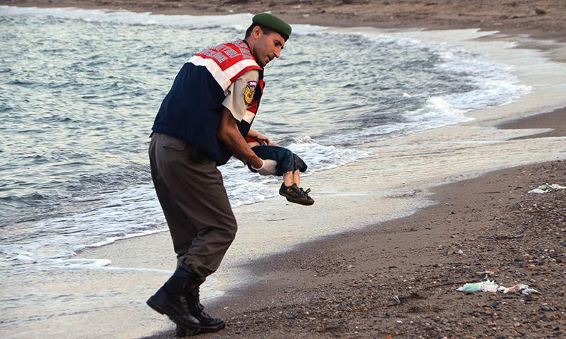 Migranti. Movimento per la Vita: quella foto mostra il naufragio dell'Europa