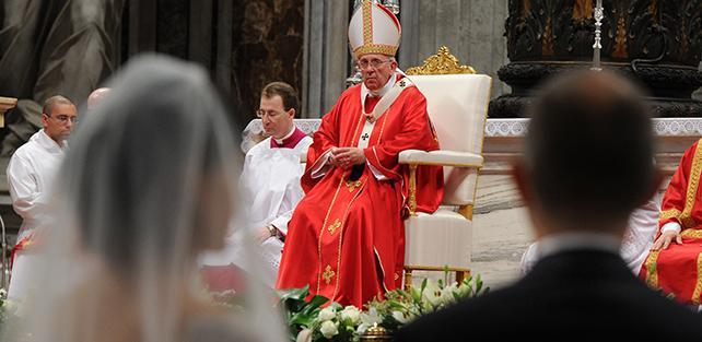 Processi matrimoniali: ecco che cosa cambia dopo la riforma di Papa Francesco