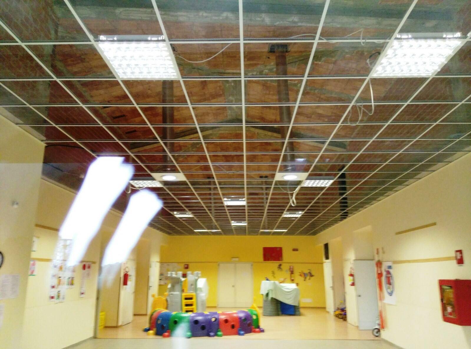 Frossasco. Crolla un pezzo di contro-soffittatura nella scuola materna. Il sindaco: l'edificio non è inagibile