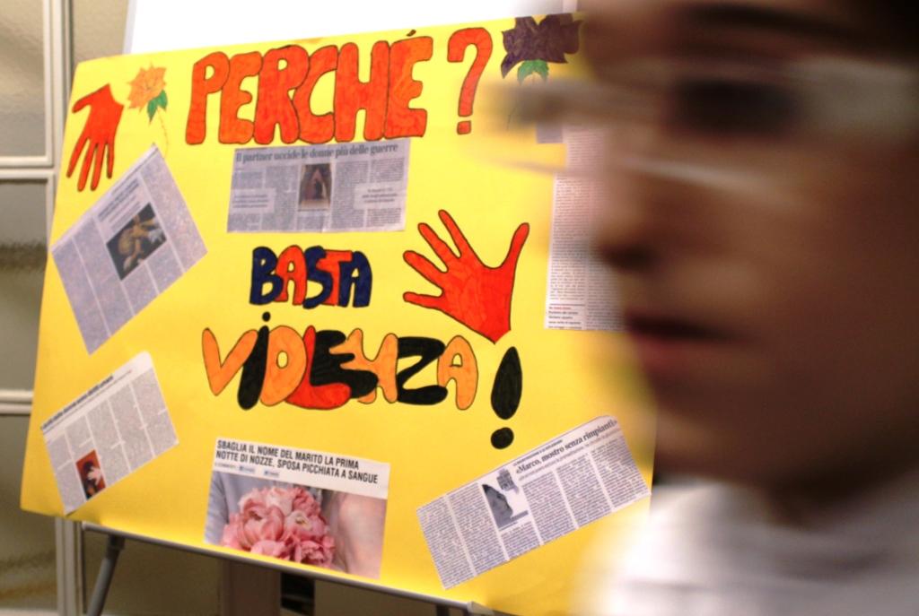 """[Photogallery] A Pinerolo la scuola CFIQ """"Il Germoglio"""" cucina contro la violenza sulle donne"""