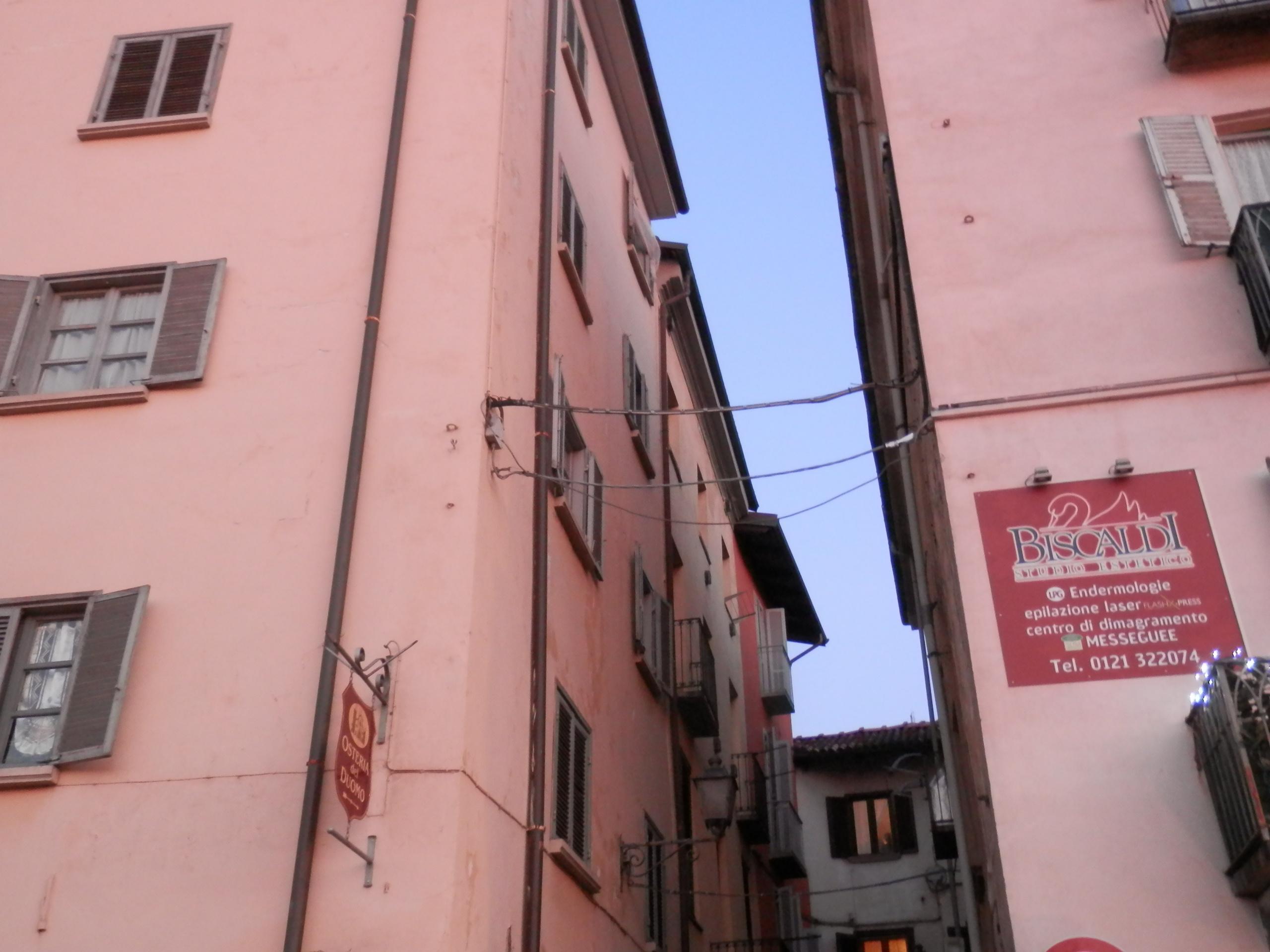 Tragedia a Pinerolo. Una donna di 77 anni si suicida lanciandosi dalla finestra