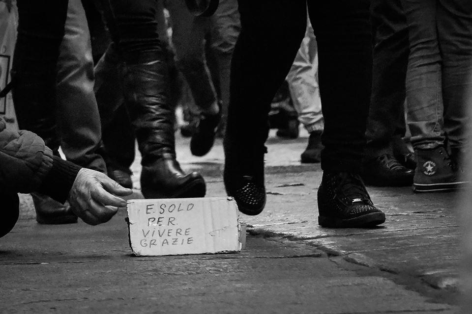Sono 4,6 milioni gli italiani in povertà assoluta: è record dal 2005 (Istat)