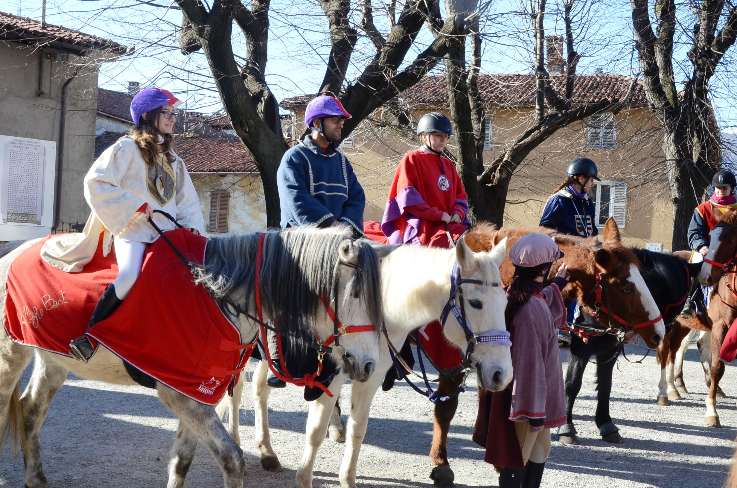 [Photogallery] Abbadia Alpina. Per la festa di san'Antonio sono tornati i Cavalieri della Scremita