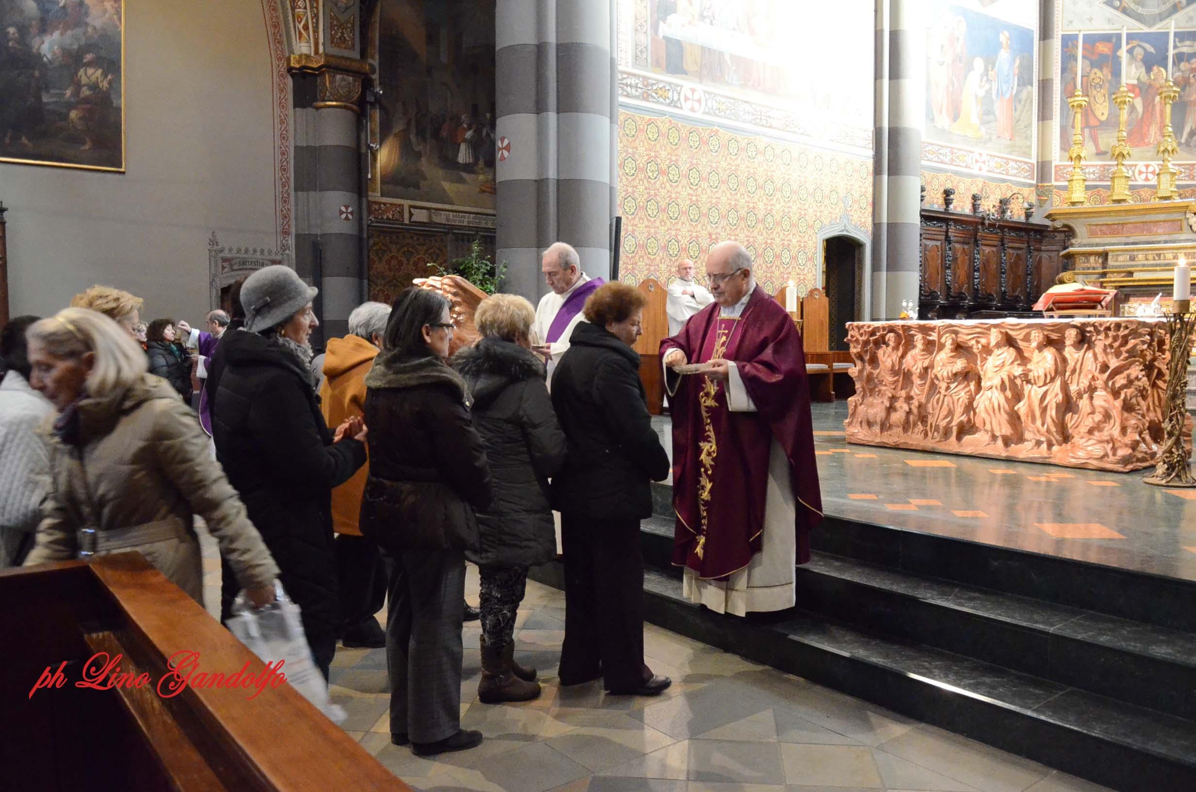 [ photogallery ] In Cattedrale il vescovo di Pinerolo ha imposto le ceneri ai fedeli
