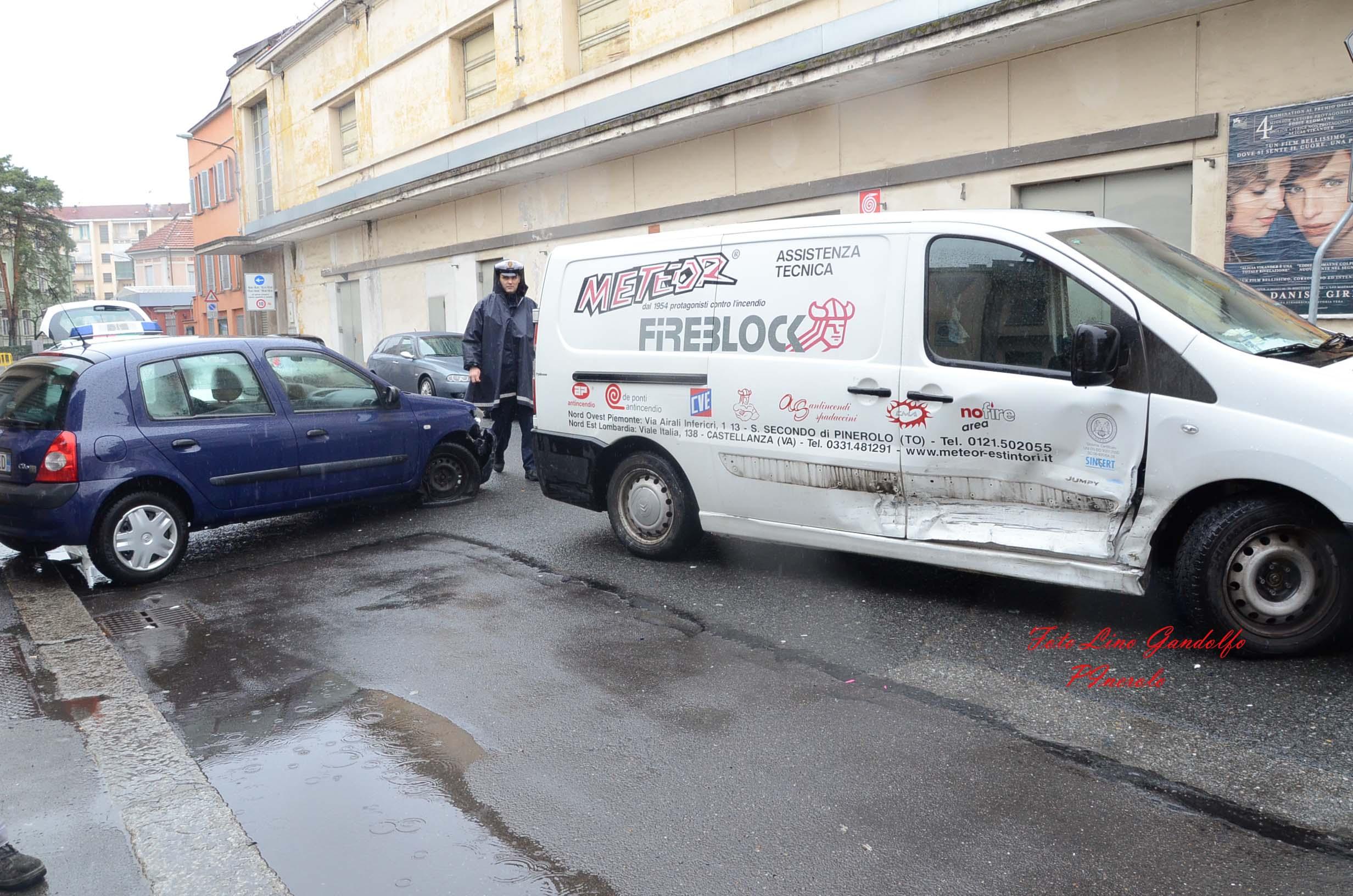 Pinerolo. Incidente stradale in via Montegrappa