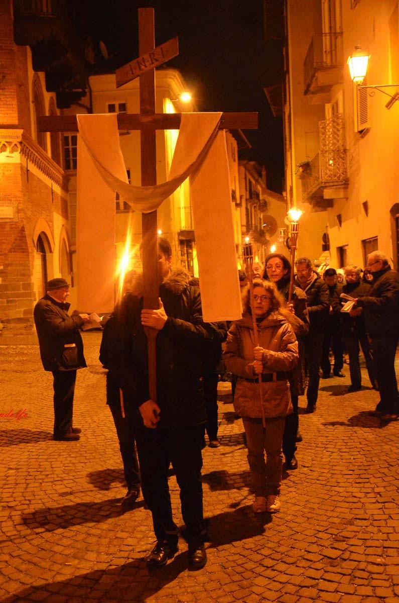 [Photogallery]Via Crucis per le strade di Pinerolo