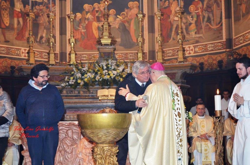 [ photogallery] Nel Duomo di Pinerolo la veglia pasquale all'insegna dell'ecumenismo
