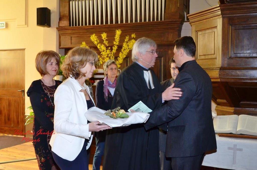 [ photogallery ] Pasqua nel tempio valdese: i cattolici donano il pane
