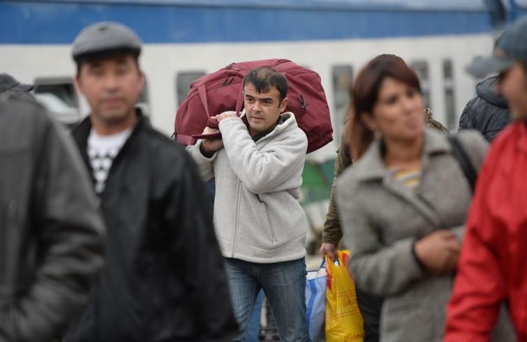 Immigrati che tornano a casa, è boom. Migrantes: 200mila partenze nel 2015