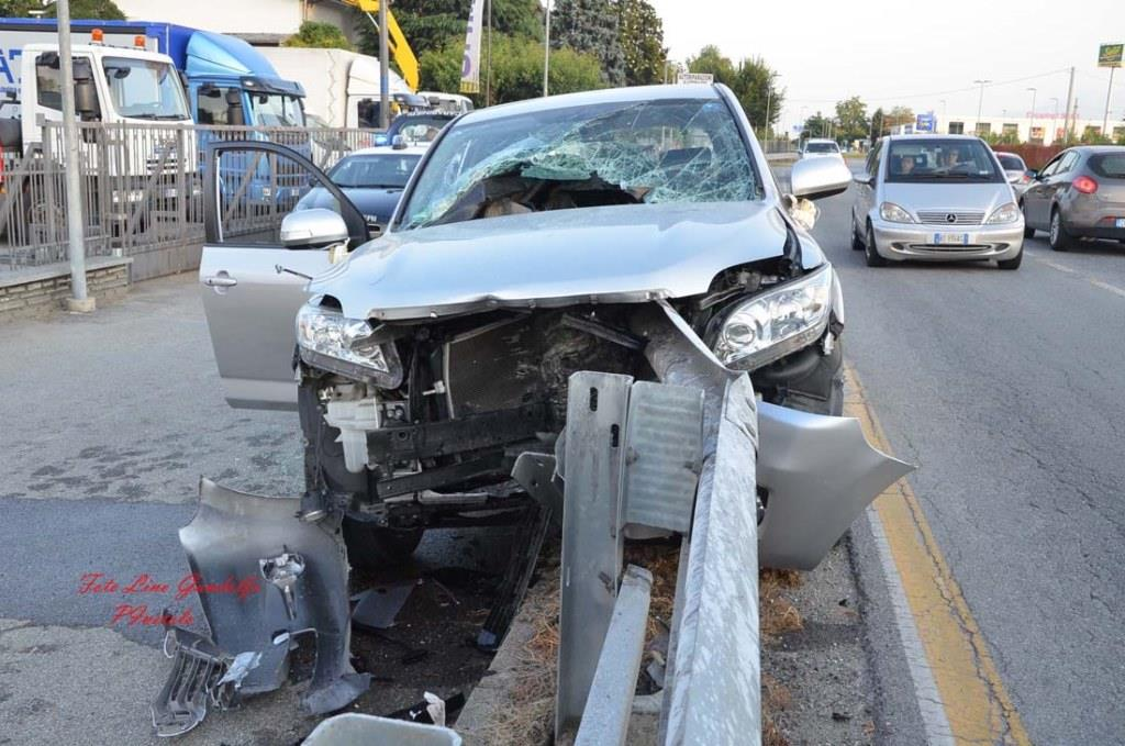 Osasco. Mamma e figlia coinvolte in un incidente contro il guard rail