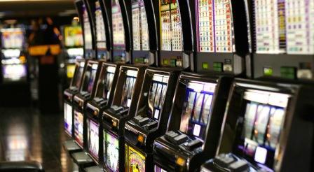 Pinerolo. Il comune riduce l'orario delle slot machines