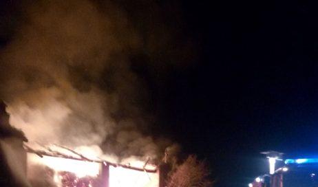Cavour. Incendio in frazione Zucchea, intervengono i vigili del fuoco