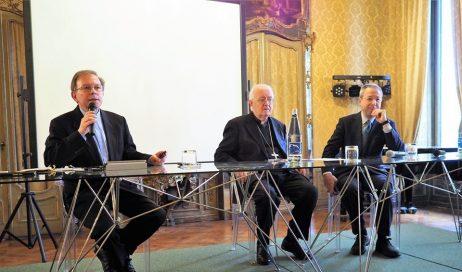 Monsignor Nosiglia ai giornalisti: proviamo a parlare la stessa lingua