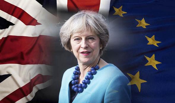 Il primo ministro Theresa May sta traghettando il Regno unito verso la Brexit