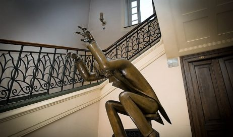"""Lo scultore Gioachino Chiesa ha donato """"Il pianista"""" al conservatorio di Torino"""