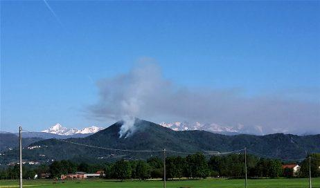 Domato l'incendio nei boschi di Cumiana