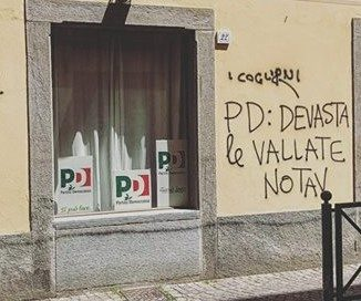 I NO TAV non imbrattano i muri!