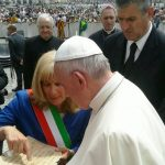 Papa Francesco con Laura Zoggia