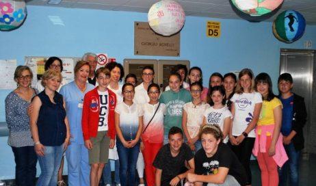 Pinerolo. La scuola media IMI dona sfere artistiche all'Ospedale Civile