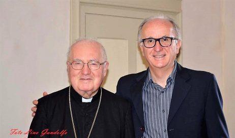 [ photogallery e video ] Monsignor Olivero in visita alla Curia di Pinerolo: «Aiutatemi come si aiuta un fratello più piccolo!»