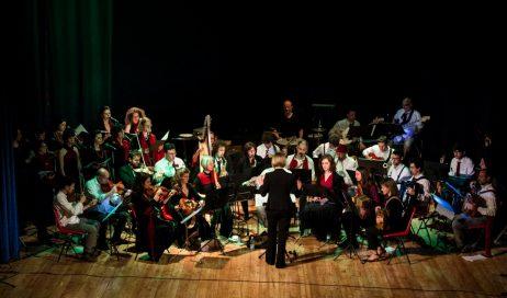 """Suoni dal Monviso. Sabato 15 luglio """"Folkestra & Folkoro"""" in concerto a Paesana"""
