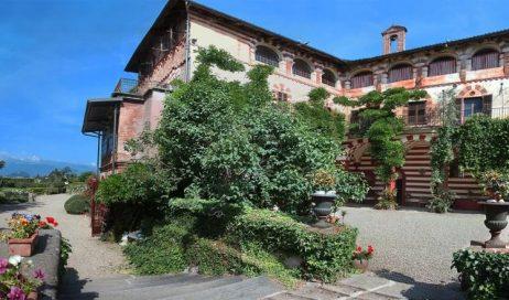Castelli e dimore storiche del Pinerolese nelle foto di Remo Caffaro