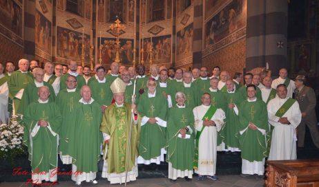 [photogallery] L'abbraccio della Diocesi di Pinerolo al vescovo Debernardi