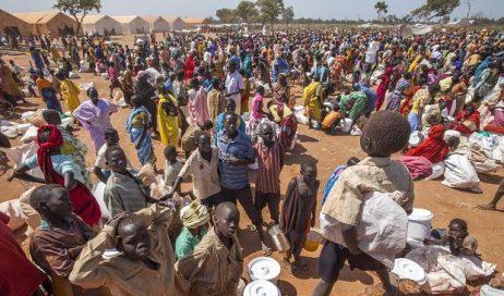 SUDAN: PICCOLI PROFUGHI CRISTIANI COSTRETTI A RECITARE LE PREGHIERE ISLAMICHE PER POTER MANGIARE