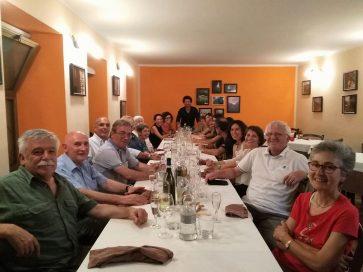 Valter Bruno (il primo a sinistra) festeggia coi colleghi la pensione