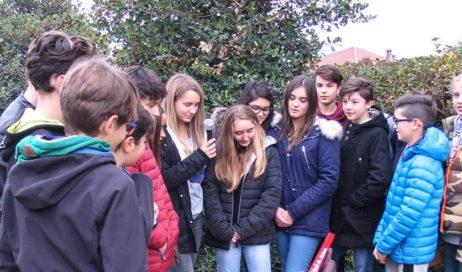 """[ photogallery ] Inaugurata davanti alla Chiesa di Miradolo la """"panchina rossa"""""""