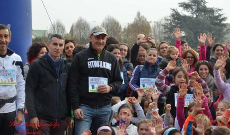 [ photogallery ] A Pinerolo Maurizio Damilano promuove il fitwalking tra i bambini