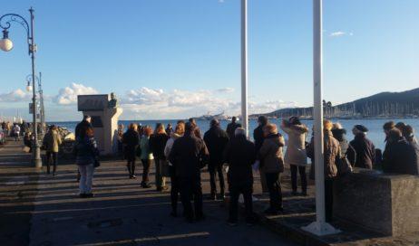 Dall'Irlanda a La Spezia. Sulla costa col rosario in mano, in preghiera per la vita e la fede