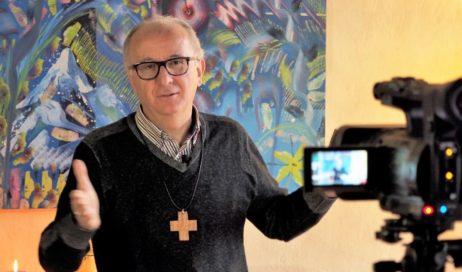 Il video messaggio di Natale del Vescovo Derio Olivero: il bimbo che nasce generi sempre in te la capacità di sognare