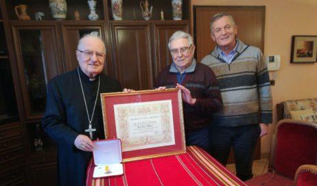 Pinerolo. Conferita a Elio Vallina la Croce pro Ecclesia et Pontifice