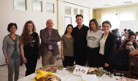 All'Istituto Alberghiero Prever di Pinerolo si parla (e cucina) anche rumeno