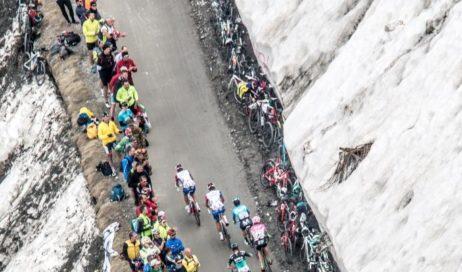 [ photogallery ] La gente e l'amore per le grandi salite del Giro d'Italia, grande festa al Colle delle Finestre