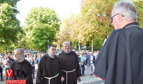 [ photogallery ] L'ingresso del nuovo parroco nella Basilica di San Maurizio a Pinerolo