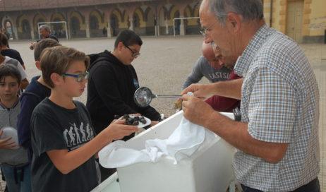 Castagnata nel solco della tradizione salesiana al Don Bosco di Cumiana