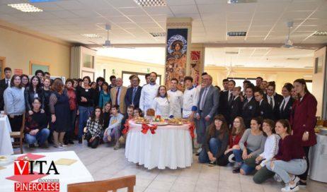 [ photogallery ] Scambio di doni tra il Liceo Artistico e l'Istituto Alberghiero di Pinerolo