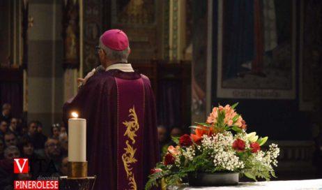 Pinerolo. Immagini di Natale presentate dal Vescovo Derio in cattedrale