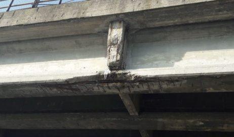 Calcinacci caduti dal cavalcavia tra Orbassano e Piossasco. La Città Metropolitana rassicura: non ci sono problemi strutturali