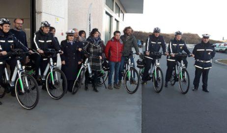 Pinerolo. Consegnate le e-bike per la Polizia Locale