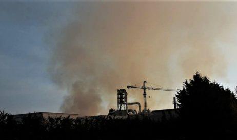 Incendio ex Annovati di Frossasco. Uffici comunali aperti per emergenze anche nel week-end