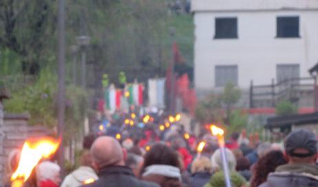 [Photogallery]. A Villar Perosa la fiaccolata di Valle del 24 aprile